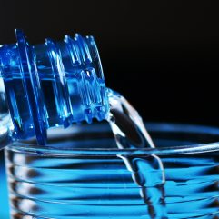 blue-bottle-close-up-327090